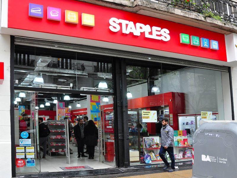 STAPLES LOCALES COMERCIALES EQUIPAMIENTO RETAIL