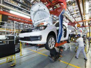 ¿Qué resultados arrojó la producción de autos durante 2020?
